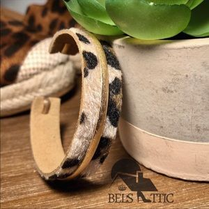 Jewelry - Vegan Fur leopard bracelet cuff